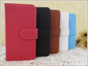 女性に人気の型がこの手帳型、ブックケース型です。 名前の通り手帳や本のような見た目で、ふたが画面を覆ってくれるため保護力が抜群